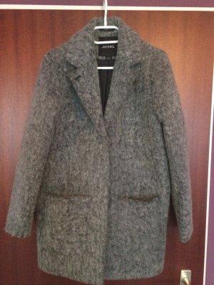 Grauer Mantel der schön warm hält !