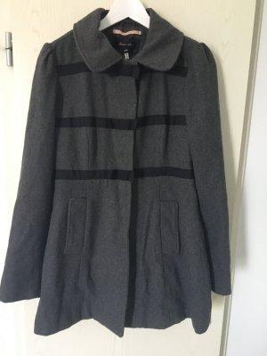 Grauer Mantel in der Größe M