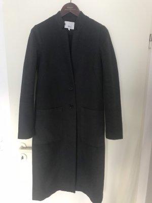 Grauer Mantel mit Tulpenkragen
