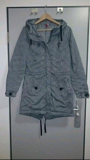 Grauer Mantel von H&M
