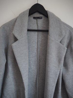 Grauer Mantel von Zara