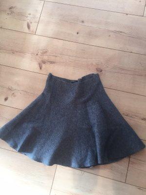 Grauer Minirock von Zara
