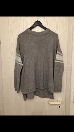 Grauer (oversized) Pullover