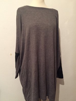 Grauer Oversized Pullover mit Lederapplikation