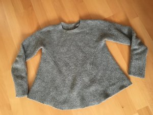 Grauer Pullover Gr. XS COS