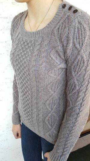 """Grauer Pullover im Zopfstrick von """"H&M"""""""