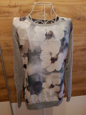 Grauer Pullover mit Blumen