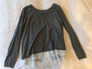 Grauer Pullover mit Bluse