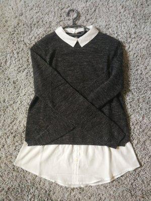 Grauer Pullover mit Bubikragen