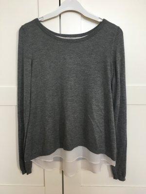 Grauer Pullover mit eingenähter Bluse