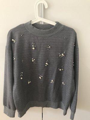 Grauer Pullover mit Perlen von mint&berry