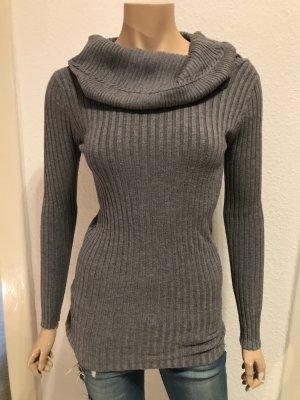 Grauer Pullover mit tollem Kragen