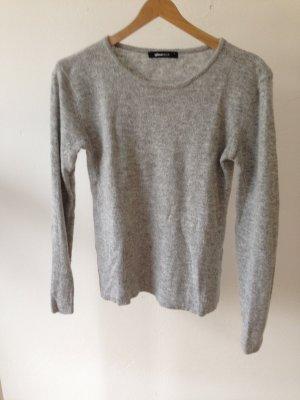 Grauer Pullover von Gina tricot