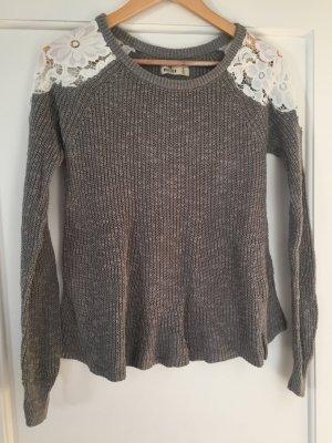 Grauer Pullover von Hollister, Größe S mit weißer Spitze