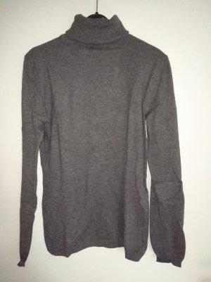 grauer Rollkragen-Pullover