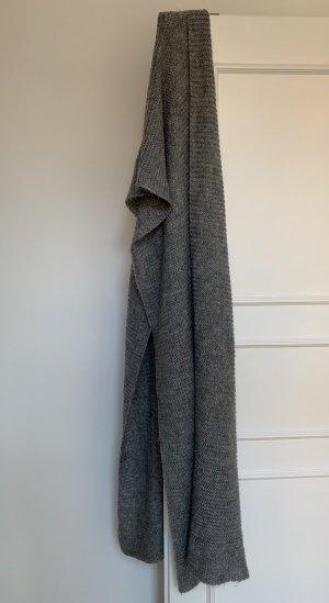 Grauer Schal von ZARA