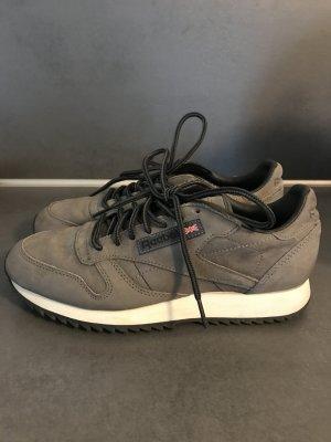 Grauer Sneaker von Reebok