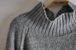 grauer Strickpullover mit hohem Kragen von H&M