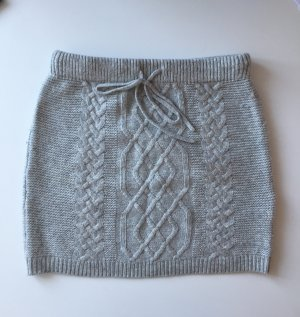 Grauer Strickrock - perfekt für den Winter