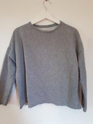 grauer sweater abgeschnitten
