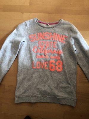Grauer sweater