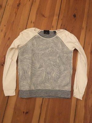 Grauer Sweater // Maison Scotch