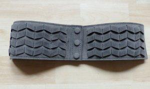 grauer Taillengürtel von Only Größe 70 mit Druckknöpfen und elastischem Band