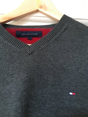 Grauer v - neck Pullover von Tommy Hilfiger