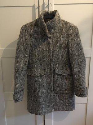 Grauer Wollmantel von Zara