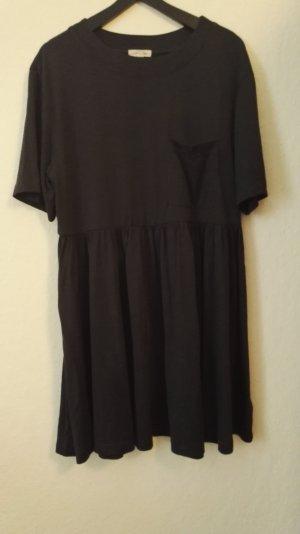 Graues Babydoll-Kleid von Urban Outfitters
