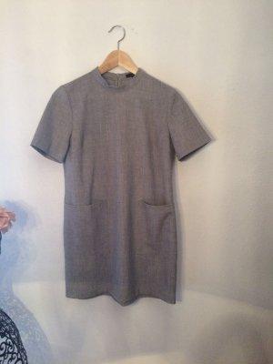 Graues Hemdkleid mit großen Taschen