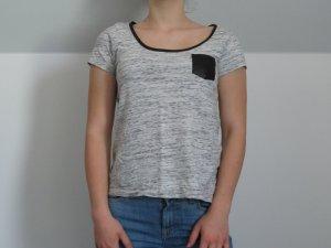Graues Hilfiger Denim T-Shirt mit Lederdetails