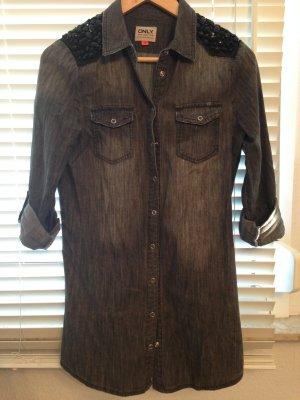 Graues Jeanshemd mit Steinverziehrungen auf der Schulter Gr. 34