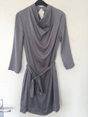 Falda estilo lápiz color plata