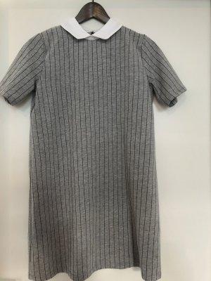 graues Kleid ideal fürs Büro