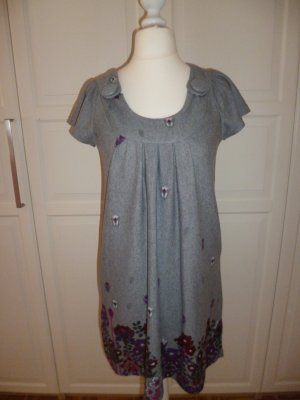 Graues Kleid mit Blumenprint