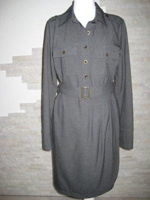Graues Kleid mit Gürtel und vielen Details