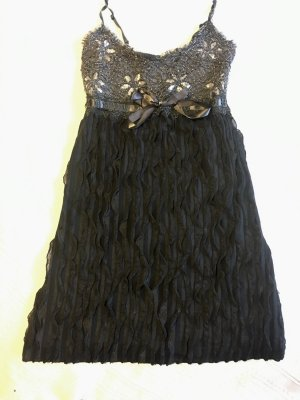 Graues Kleid mit Paillettendetails