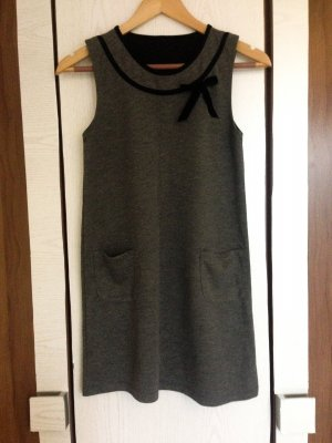 Graues Kleid mit Schleife xs/Gr. 34