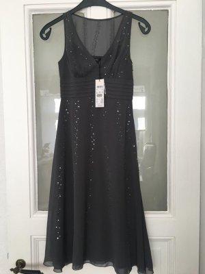 Graues Kleid mit Strasssteinchen