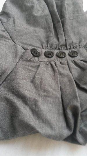 Graues Kleid mit verstellbaren Trägern