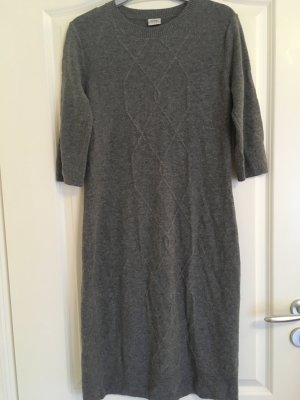 Graues Kleid mit Wolle