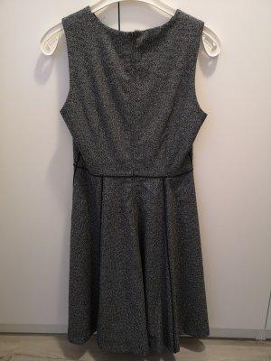graues Kleid ungetragen