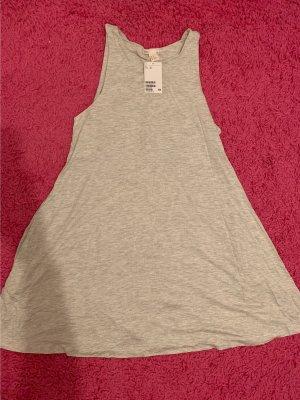 Graues Kleidchen ohne etikett