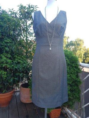 Graues Kostüm Kleid