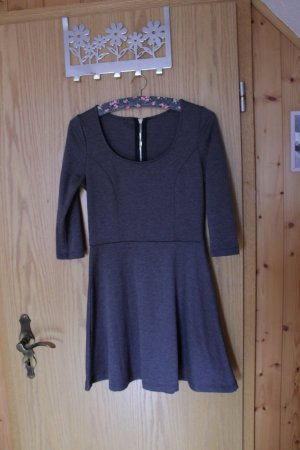 Graues kurzes Kleid, Gr. 38