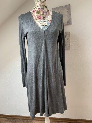 Graues Langarm Kleid