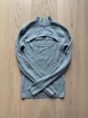 Graues Langarmshirt mit Rollkragen und Cut-Out