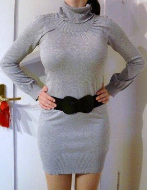 Graues, langes Kleid mit Rollkragen