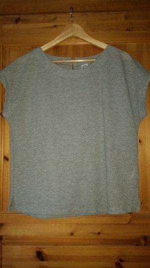 Graues löchriges Shirt
